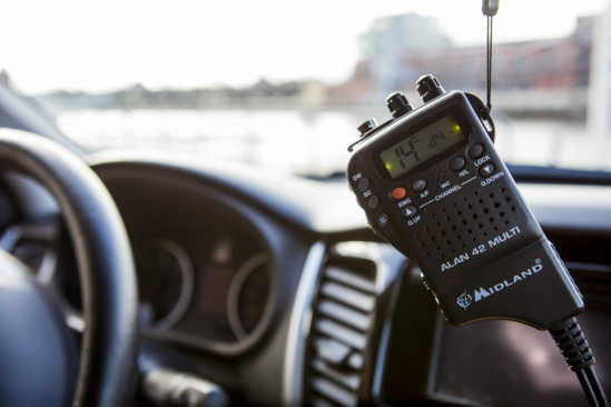 Funkgerät im Auto