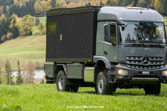 Mercedes Arocs Expeditionsmobil mit Zirbnbox von Schatzmeister