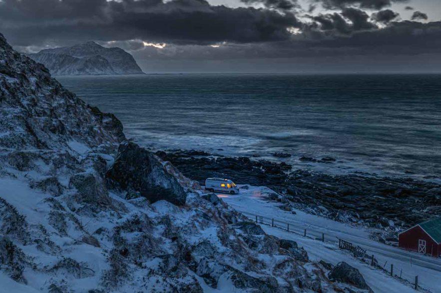 Trutzburg im kalten Polarwinter - unterwegs mit dem Kastenwagen auf den Lofoten