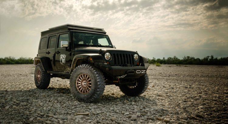 Jeep Wrangler macht auf den OZ-Rally-Raid-Felgen eine gute Figur